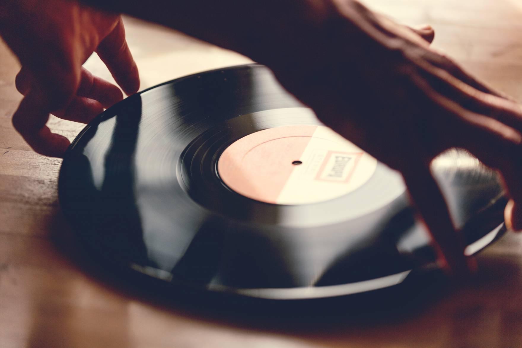 my_vinyl_love_still_07-1760x1173-q70.jpg