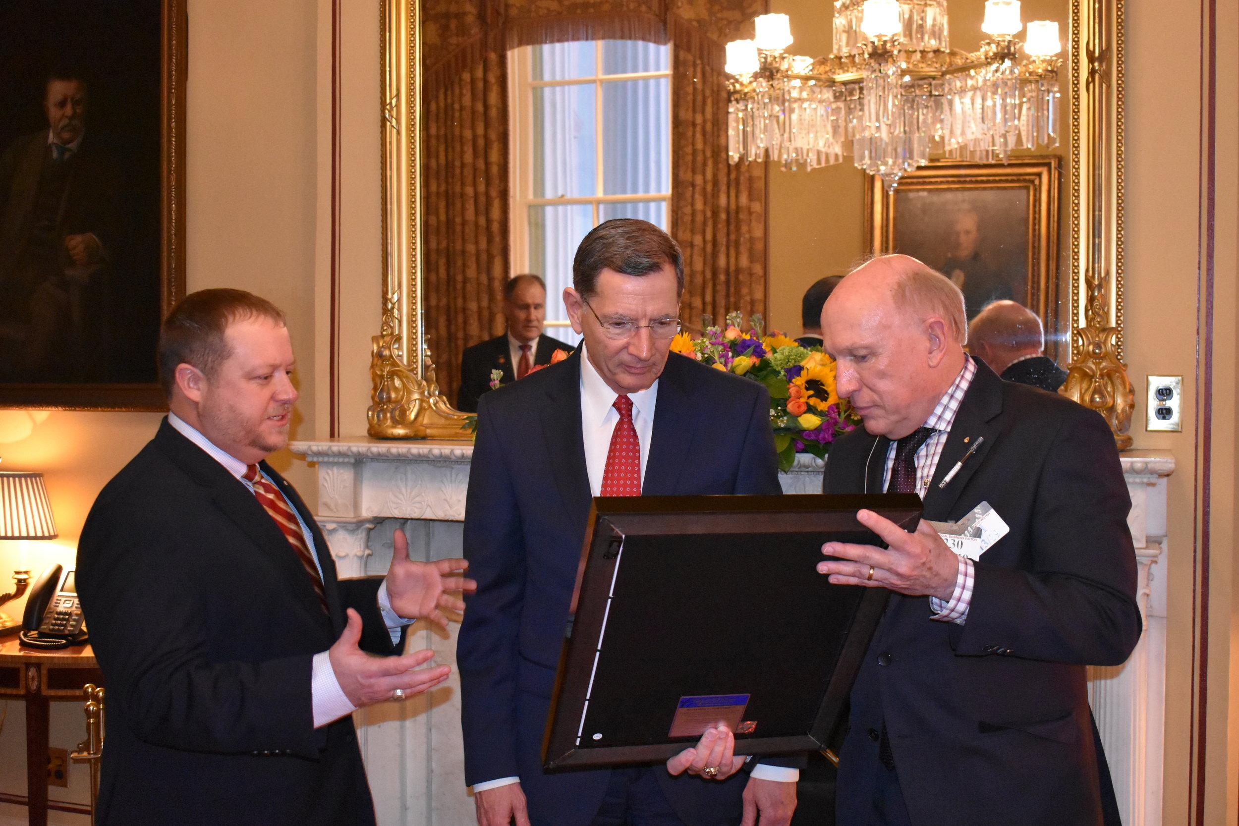 Senator Barrasso being presented the Borradaile Alumnus Award