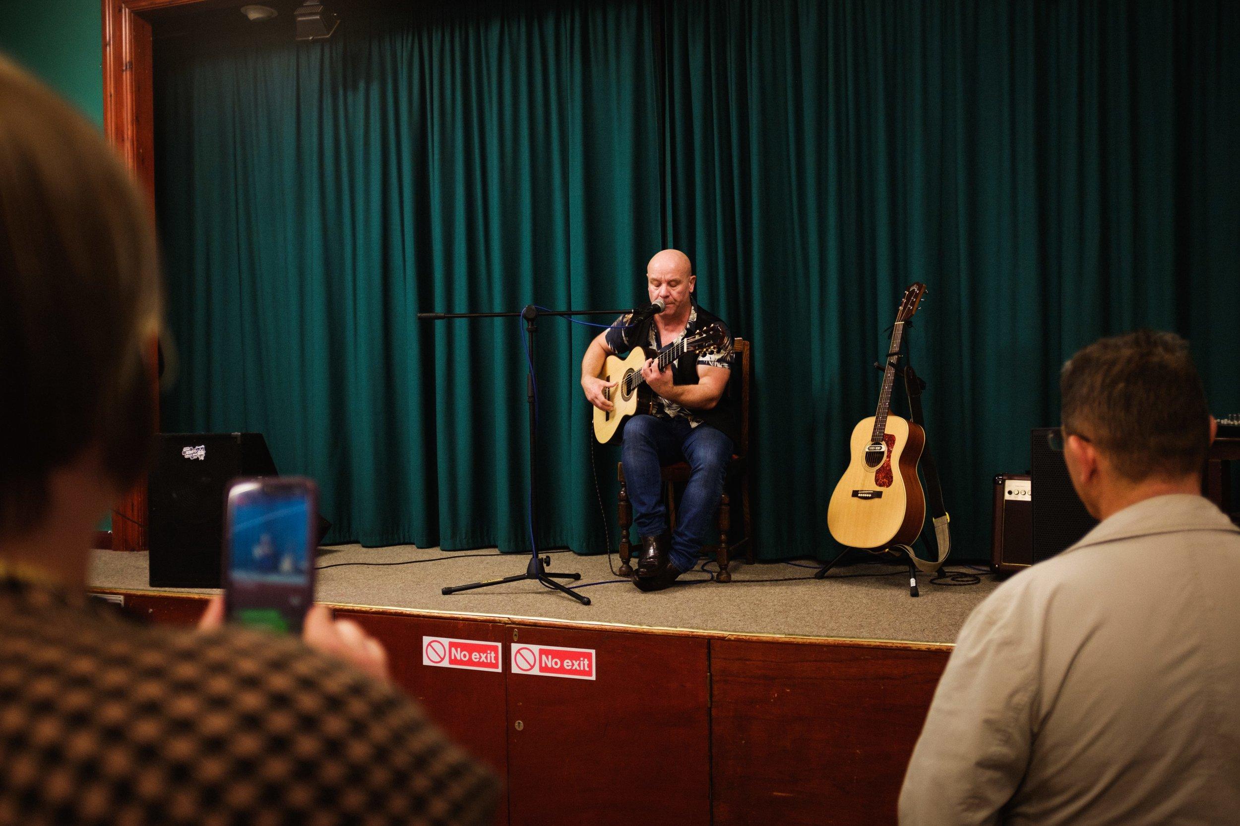 Kev Andrews - Guitar Virtuoso