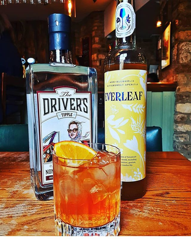 Tipplers! We think we're in love!...❤️ Presenting 'Lovers Tipple' the latest creation by our good friends @woodstockarms perfect for the designated driver's tonight, and what a glorious pairing with all the juniper flavour of our distilled spirit, with the bittersweet notes of our friends at the excellent @everleafdrinks Cheers! 🍸👍 . . . #thedriverstipple #nonalcoholic #lowalcohol #distilledspirits #mocktails #designateddriver #valentinesday #romanticcocktail #mixology #juniper #pairing