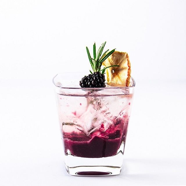 Good morning, Tipplers! Here's  a refreshing non-alcoholic Berry Presse to tickle the tastebuds on this sunny Tuesday, created by the excellent @mix.mann The recipe balances blackberry fruit with the juniper-forward flavour profile of The Driver's Tipple. Cheers! . #Repost  Happy #MocktailMonday guys and here's another Alcohol Free (AF) serve for you to try . This one uses the lovely blackberry fruit which I pureed with a little bit of ginger, and added sparkling apple juice plus a non-alcoholic Spirit - but if you'd have one it's fine just add a little more puree and sparkling juice to proceedings . I used Bottle Green sparkling apple juice but you could also use Non-alc Cider too. One thing to say is that Bottle Green ready-made fizz juice has considerably less sugar than another big brand apple soda type drink which is good but that where you need to adjust the amount of puree accordingly. So I used 40ml of Puree in this mix, if the apple fizz is sweeter then reduce Puree to around 30ml and add more to taste . BLACKBERRY PRESSE  40ml Blackberry & Ginger Puree tablespoon  30ml #TheDriversTipple 100-120ml #BottleGreen Crisp Apple Sparkling Juice  Garnish dehydrated apple, rosemary and blackberry . To make the puree which is enough for 3 serves I used 150g fresh blackberries, 2 tablespoons of golden sugar and 1cm cubed fresh ginger. Whizzed all 3 together in a small blender then fine sieved the seeds out . Add ice to a tumbler, pour in puree first, add Non-alc spirit, top with sparkling apple juice and garnish. Drink through a sustainable straw, you may want to stir it first to combine the flavours, I didn't initially just to get this funky pic! . There you have it another simple mocktail serve you can easily amend and maybe add some more spices like cinnamon too! Or if being a little naughty add some gin and real cider but shh I didn't say that on my AF post! . IT'S BERRY SIMPLE REPEAT!!! . #MixMannMocktail #MixMann #MixMannAF #TheCocktailDreamTeam #nonalcoholic #alchoholfree #cocktailsbyharp #wellbeing #mixology #cocktails #cocktail #instadrink #homebartender #drinks #cocktailrecipe #cocktailgram #drinkstagram #drinkblogger #cocktailblogger . 🍸🍇🍸💜🍸🍇