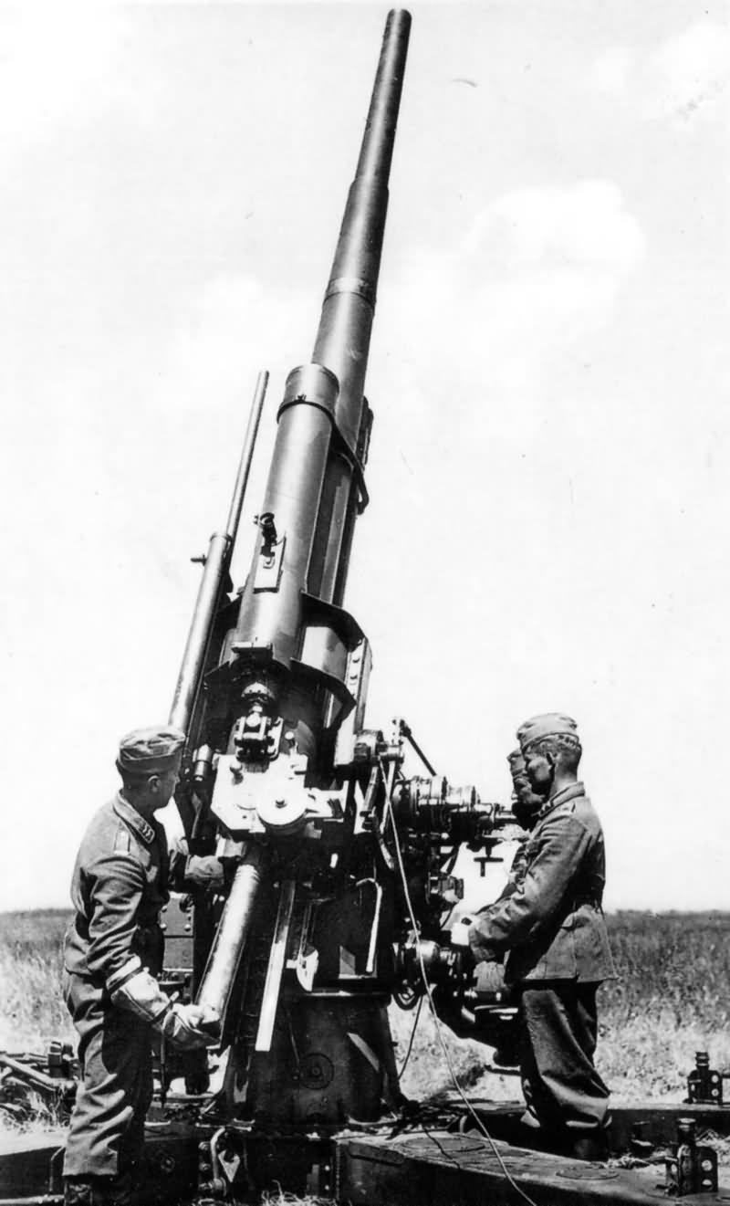 88mm Gun  (World War Photos)