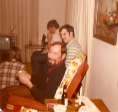 1977 - Chick, Steve in background