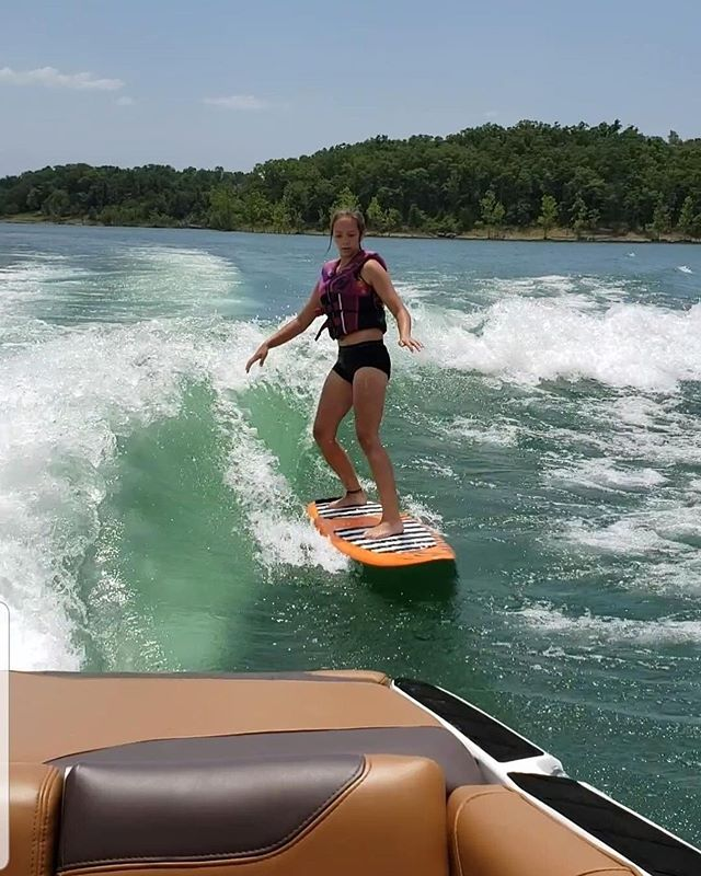 Fun day with the Atwood's 🏄🏽‍♀️ #tablerock #tablerocklake #trl #wakesurf #wakesurfing #lake30 #thetruthisonthewater #girlsrule #thewakecamp #wakecoach