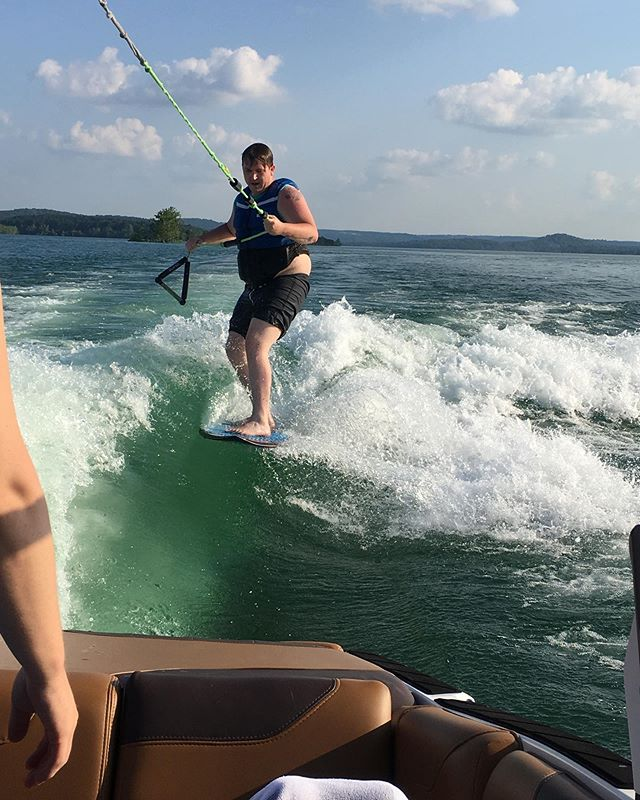Aaron is getting the hang of it 🤘🏽 #TableRockLake #TableRock #Trl #wakesurf #wakecoach #thewakecamp