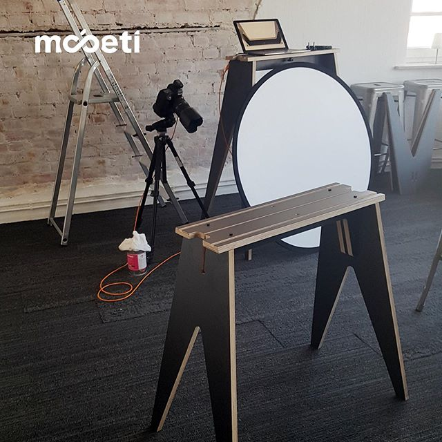 setup for a new product manual ⠀⠀ #fotoshooting #mobetiyourspace #weloveteams #designthinking #workshopfurniture #mobeti #furniture #worklab