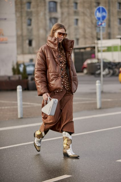 I love this Copenhagen Street style brown styling from head to toe. Its so cool.