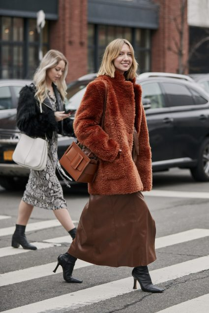 Here Lisa Aiken shows us how to wear browns and rusts together. This styling is so on point for AW 19 especially with the square toe boots and leather skirt.