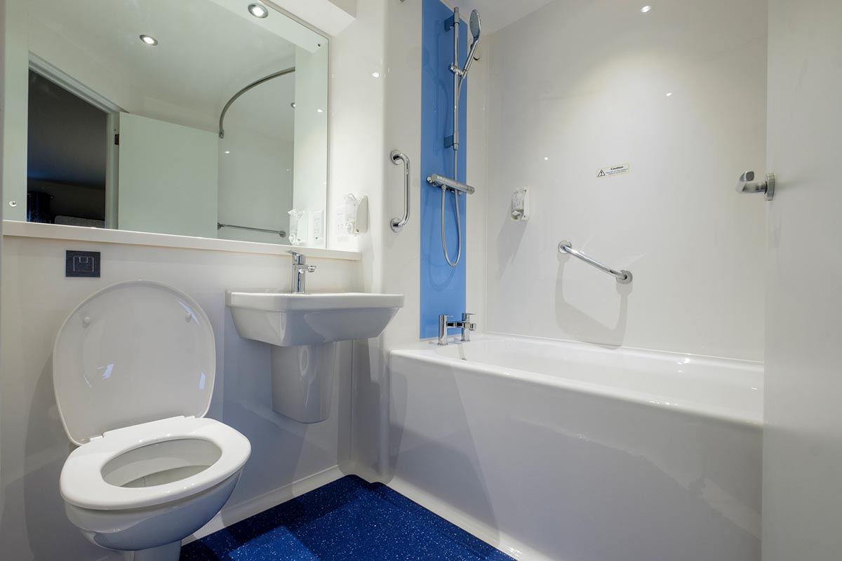 Travelodge hotel Andover bathroom