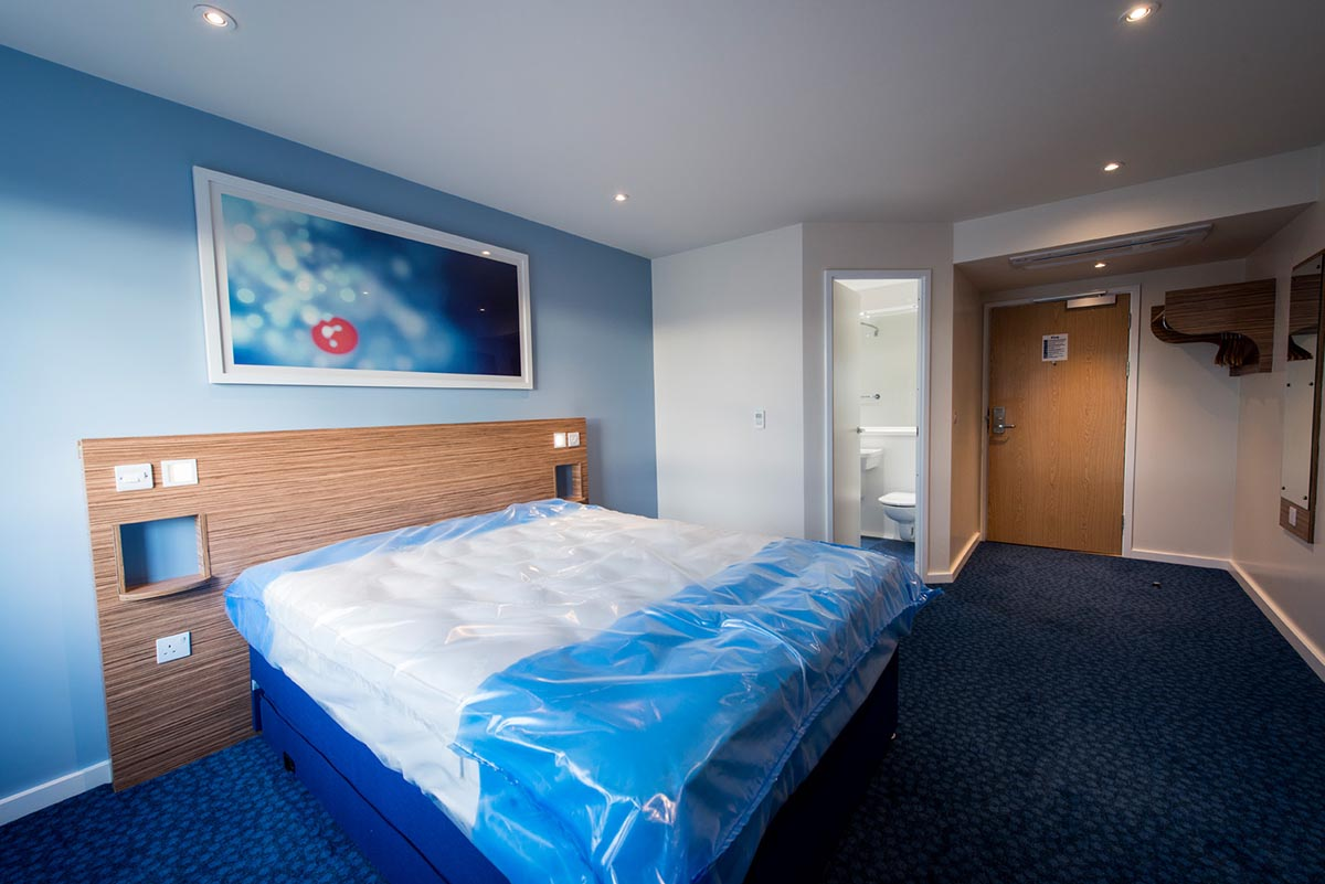 Travelodge hotel Weston-Super-Mare bedroom