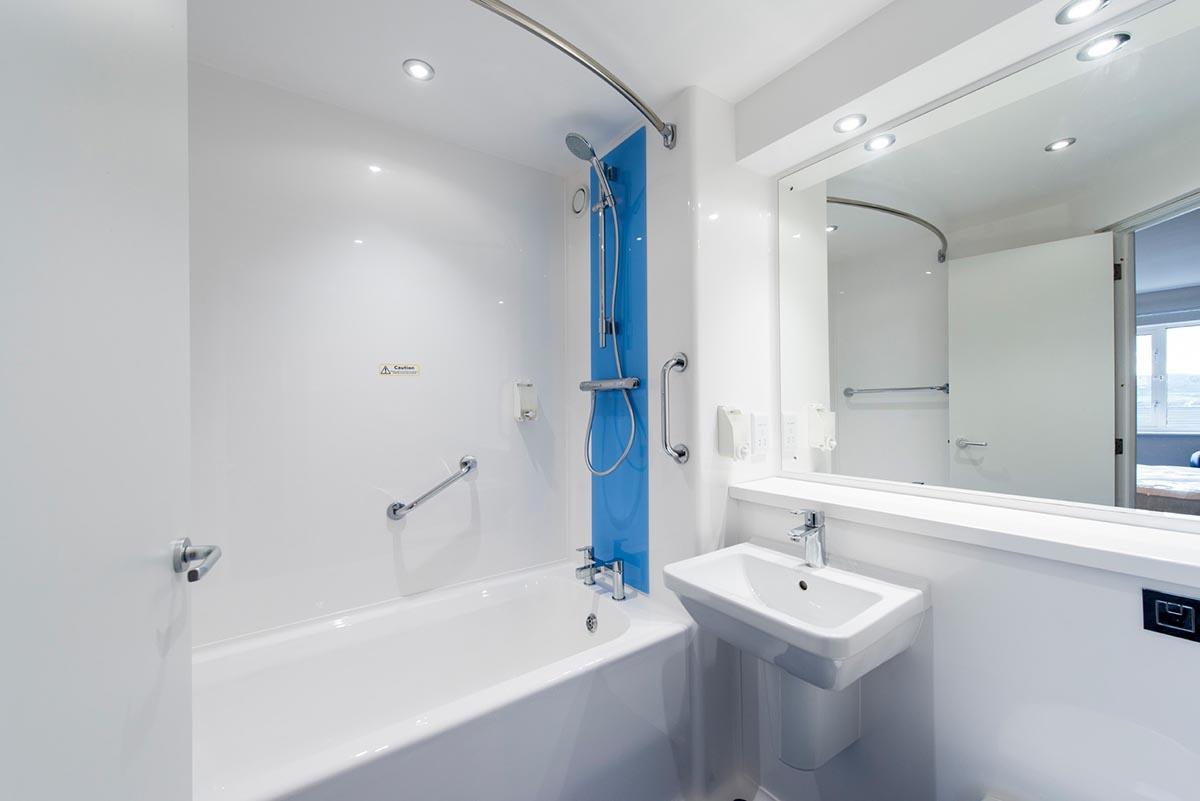 Travelodge hotel Weston-Super-Mare bathroom