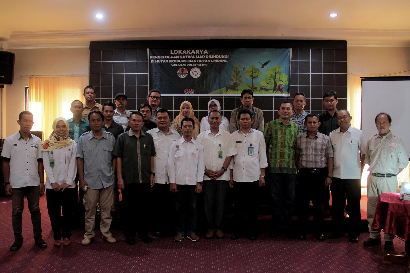 Workshop participants including Directorate of Biodiversity Conservation (KKH), Ditjend KSDAE-Ministry of LHK, Central Kalimantan Orangutan Forum (Forkah), Central Kalimantan Forest Service, Orangutan Foundation (OF-UK Indonesia), Korindo Group, Wilmar Group, and Central Kalimantan BKSDA.