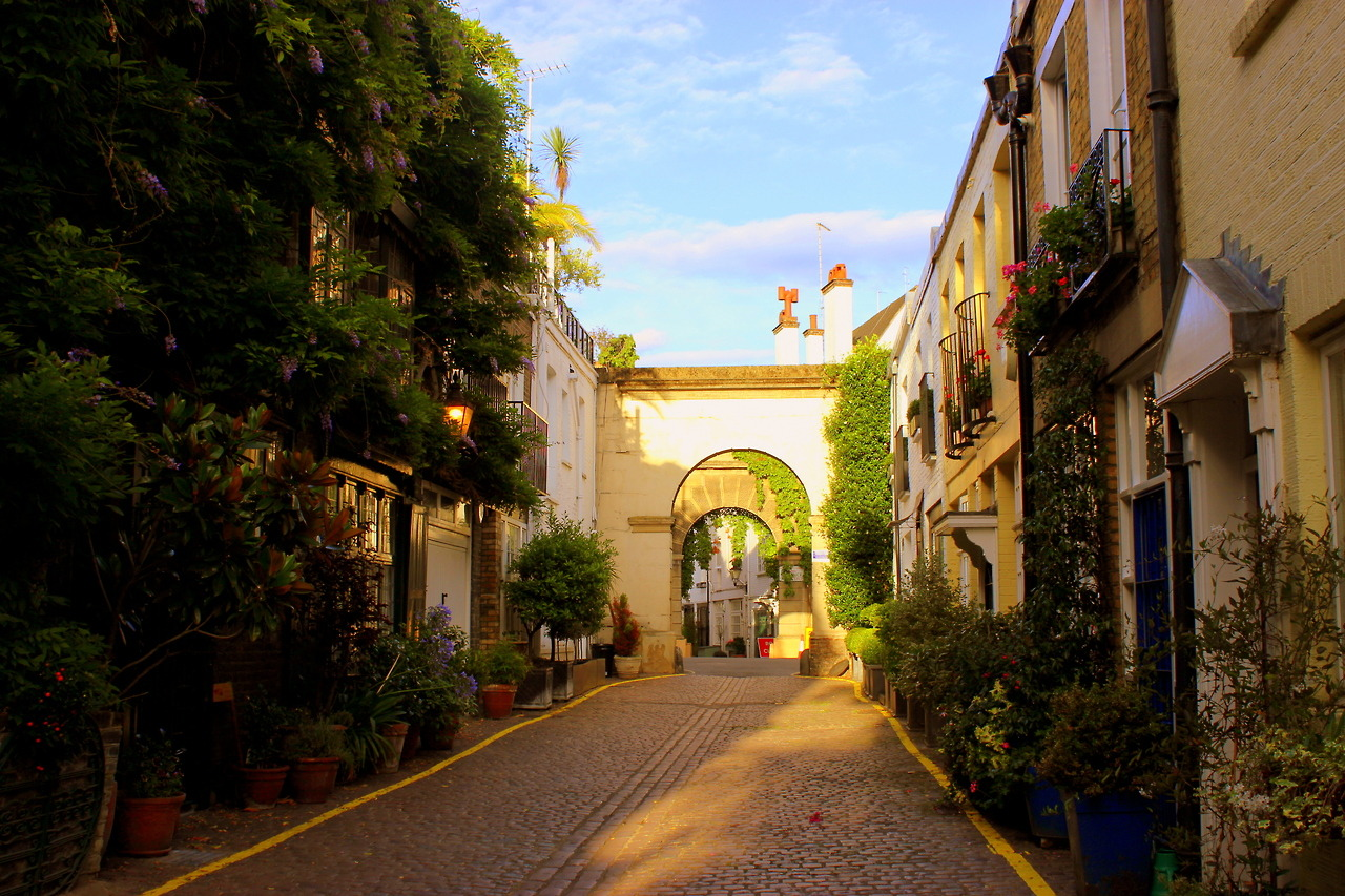 Kensington - Explore hidden mews, beautiful churches and characterful green spaces
