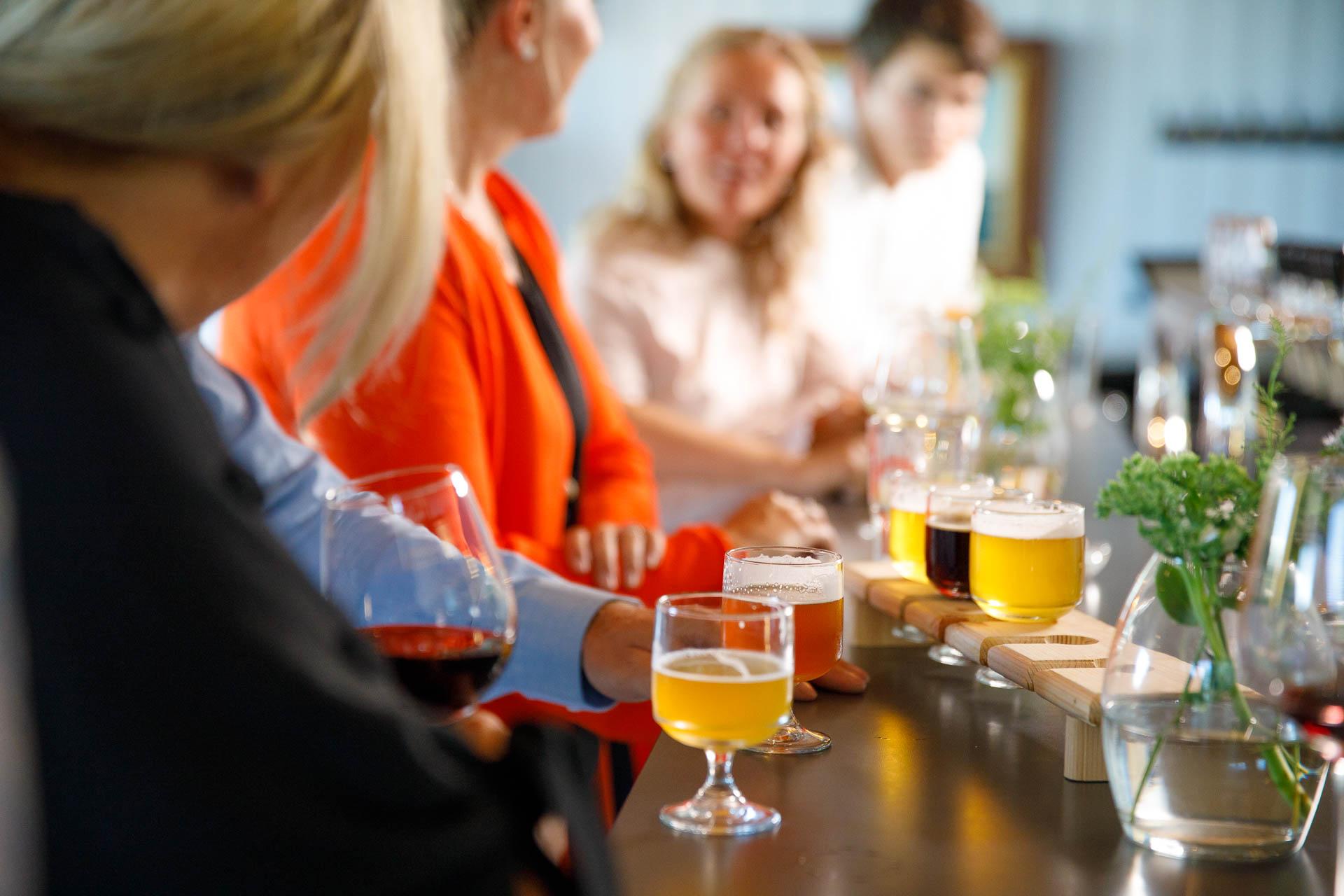 ....Vintiltämme löydät Suomen virallisesti pienimmän panimon. ..Finlands minsta bryggeri finns upp på vår vind. .... - ....Oluthanastamme voit maistella valikoimaamme..Smaka på alla sorter från vår ölkran....