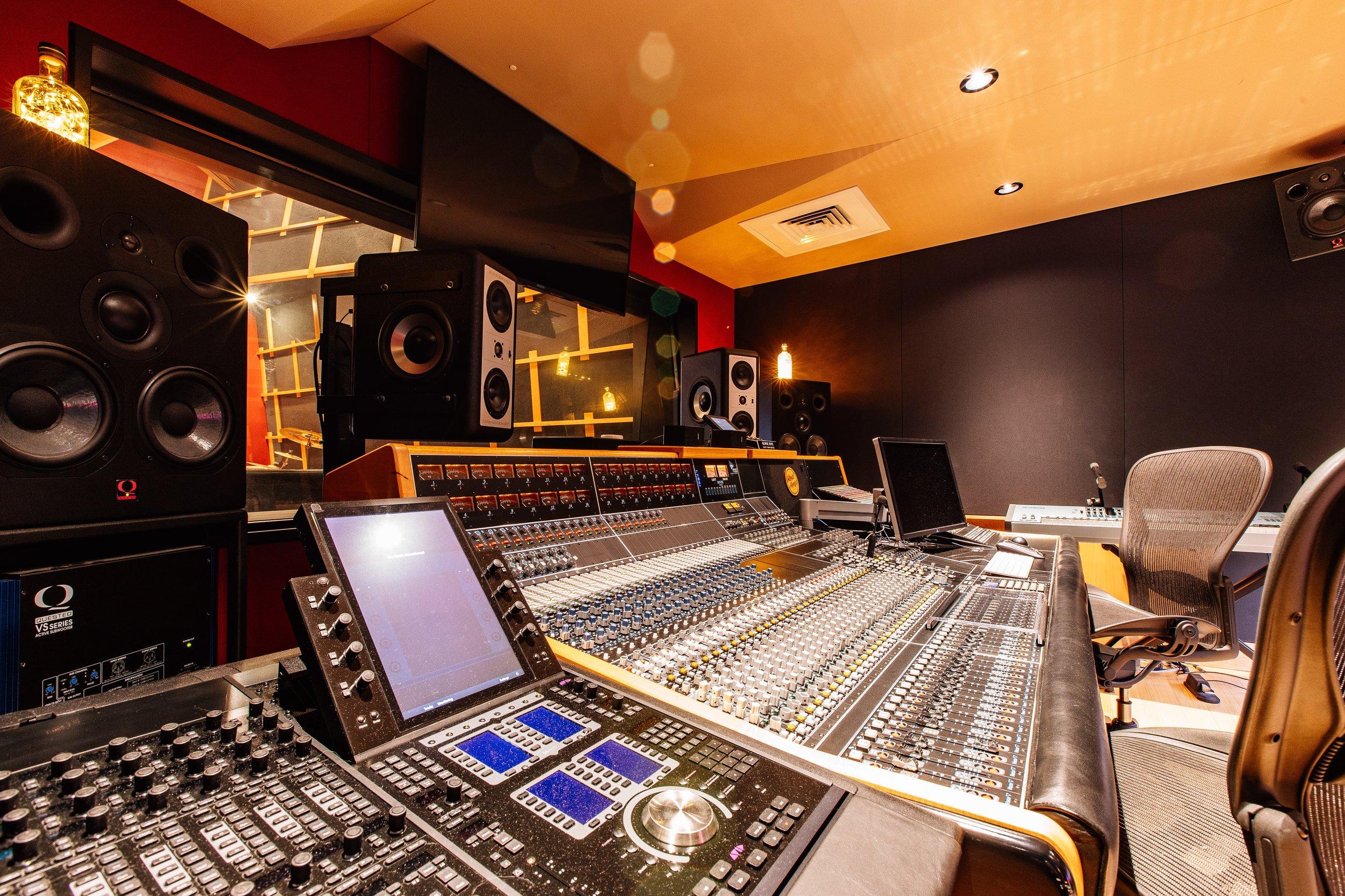 RedAmpAudio-Interiors-4_12.7MB.jpg