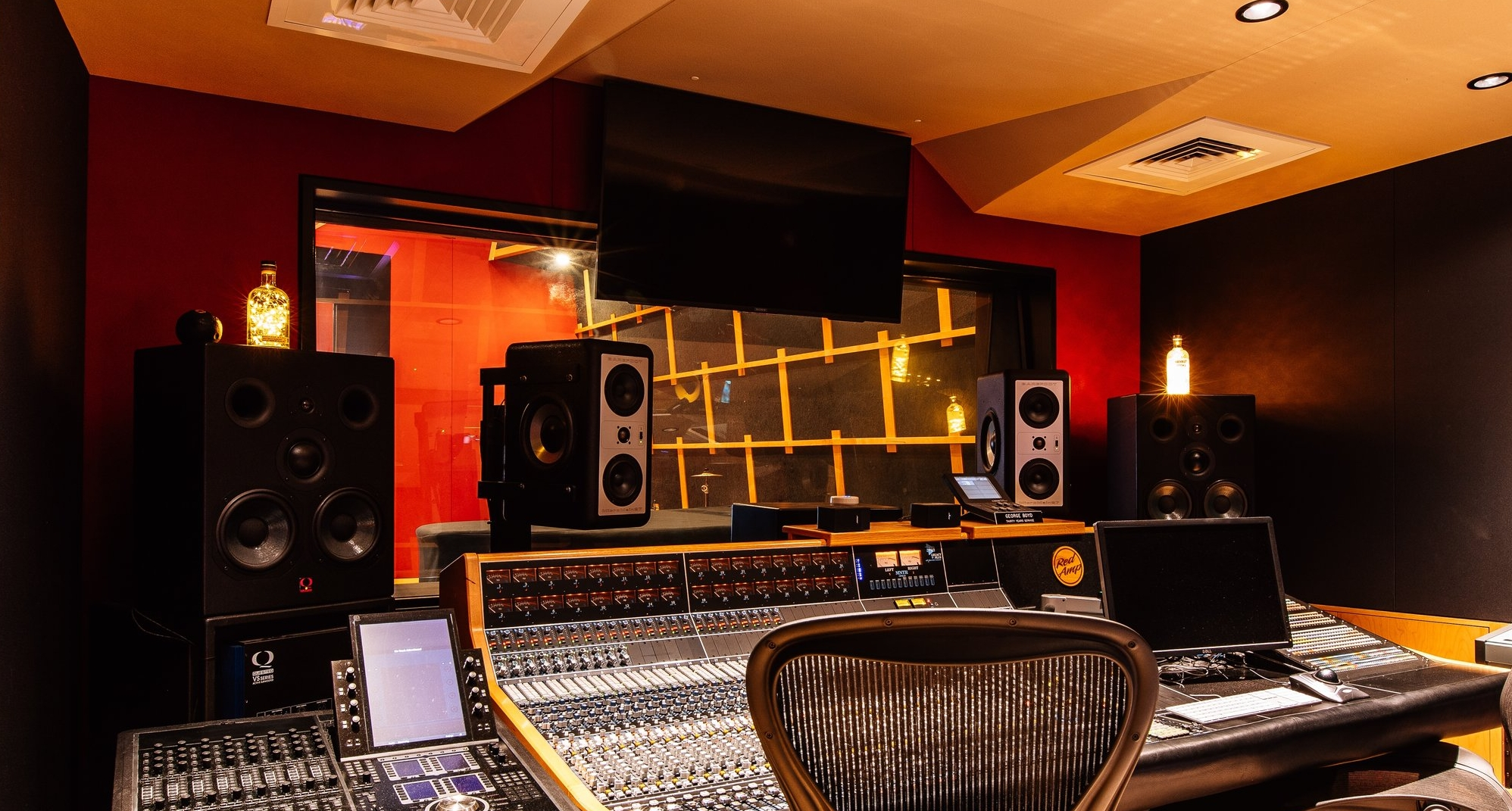 RedAmpAudio-Interiors-2_10.1MB..jpg
