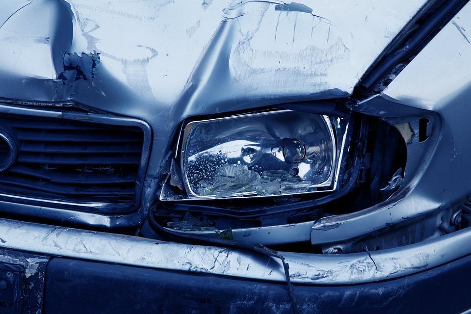 auto-accident-headlamp-2940_960_720.jpg