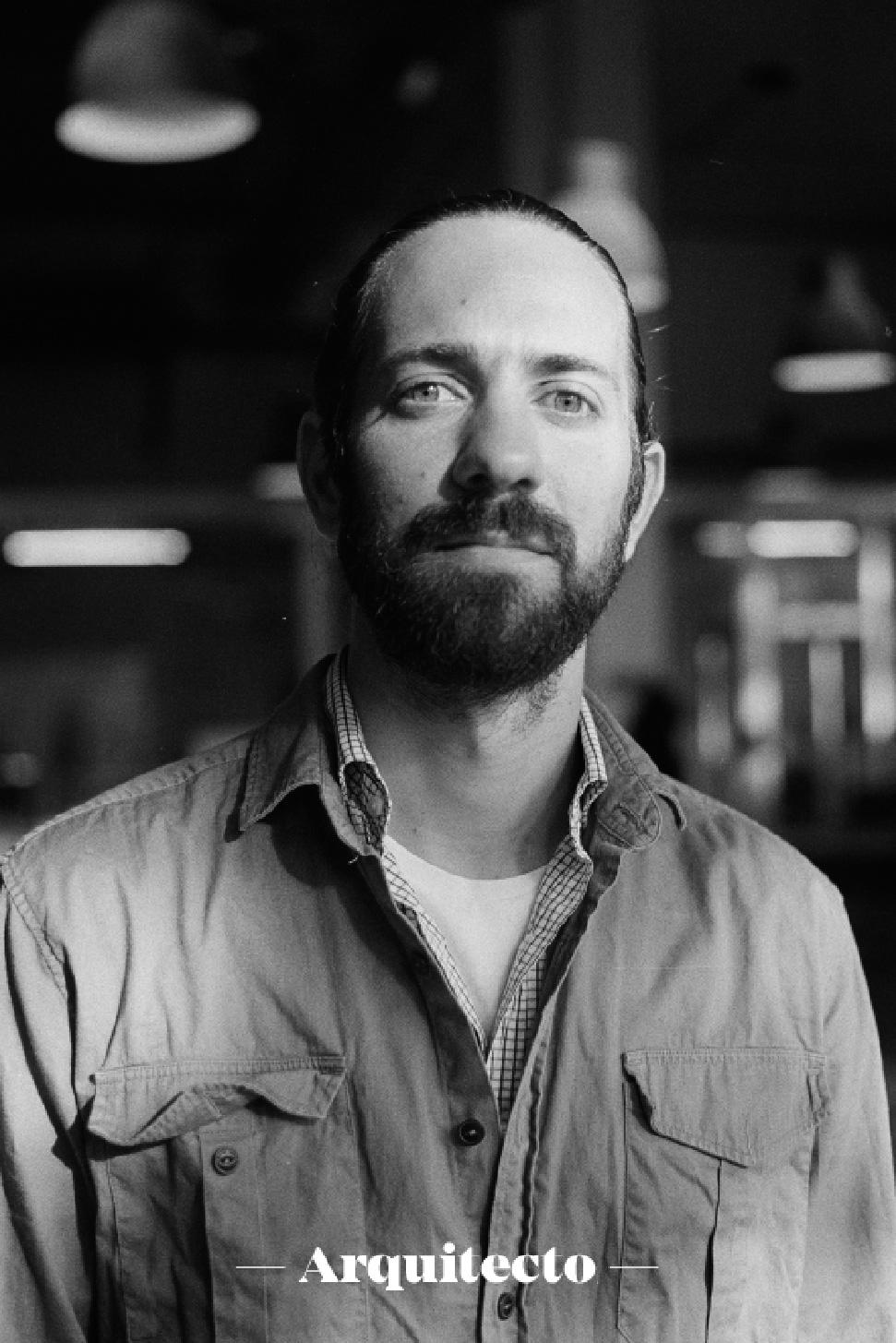 Diego Calvo (arquitecto, project manager y carpintero)  - Co-fundador y socio colaborador de la cooperativa TMDC ayuda en lo que sea necesario para que el proyecto siga adelante.