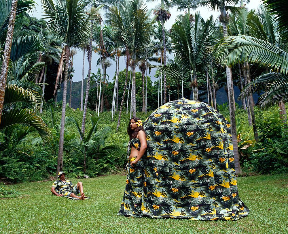 BOUND TO LEISURE DRESS TENT
