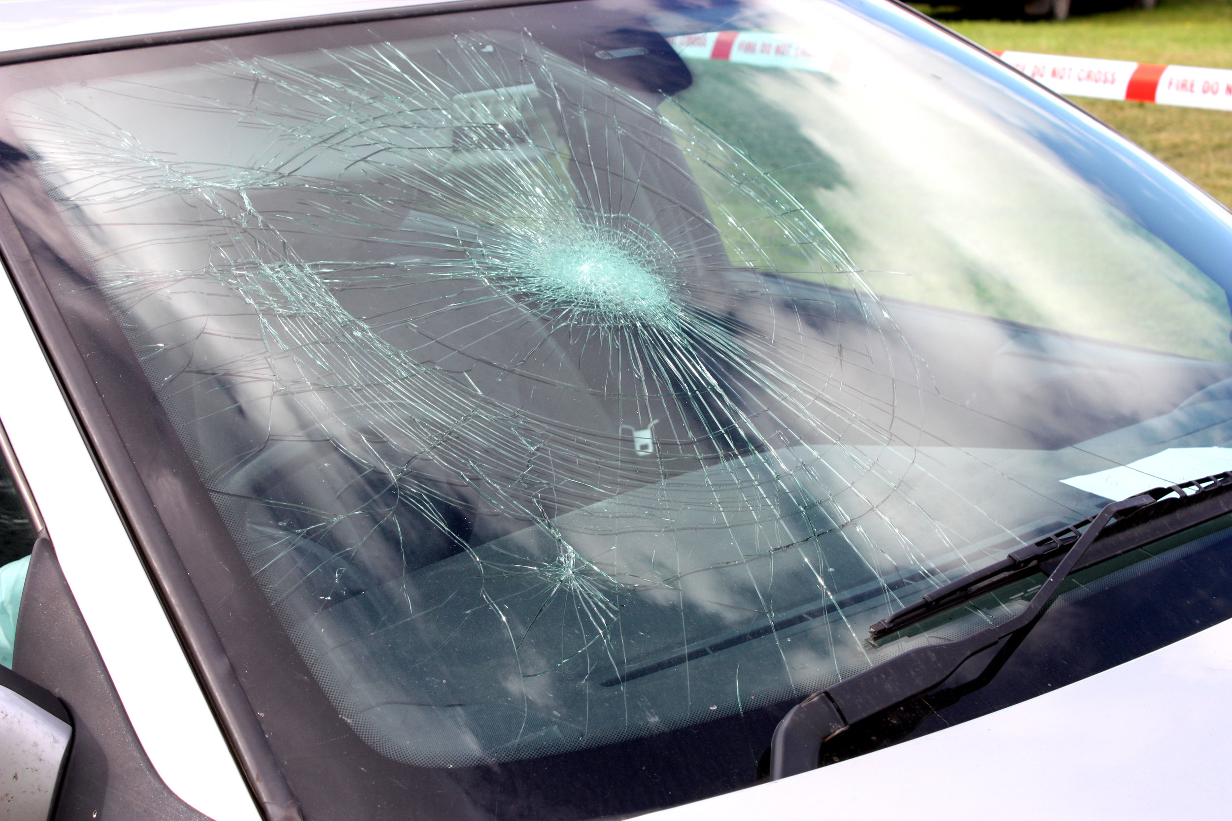 The Hidden Costs of Full Automation, Robots vs. humans for windshield repair