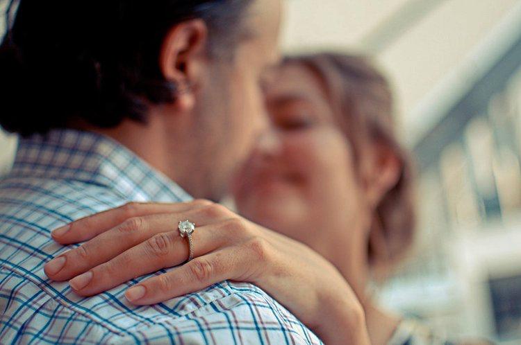 Contracts de Mariage - Au Québec, si vous n'avez pas signé un contrat de mariage, le régime par défaut s'appelle « la société d'acquêts », ce qui signifie que tous les revenues gagnés et biens accumulés durant la durée de votre union seront divisés également en cas de divorce. Cependant, vous avez, avec un contrat de mariage, le choix d'opter pour le régime de séparation des biens. Ce régime pourrait vous convenir si vous possédez votre propre entreprise, des investissements, ou si vous avez l'intention de devenir entrepreneur.