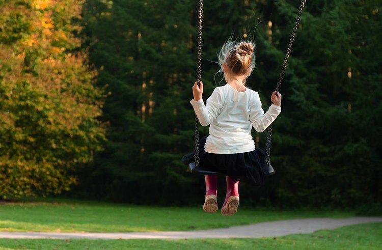 Les Enfants - Comme les enfants sont les plus vulnérables dans les procédures de divorce, notre objectif principal est de les protéger au mieux car ils ne devraient pas souffrir les conséquences du conflit vécu par leurs parents. Ceci étant dit, dans certains cas ou les parents n'arrivent pas a une entente quant a la garde des enfants, un avocat est désigné aux enfants pour défendre leurs droits. Le rôle de cet avocate est de représenter les enfants et leurs intérêts devant la cour. Il doit rencontrer les enfants pour recevoir d'eux un mandat concernant leur choix de garde. Tout cela pour protéger les enfants et leur éviter de témoigner en cour.