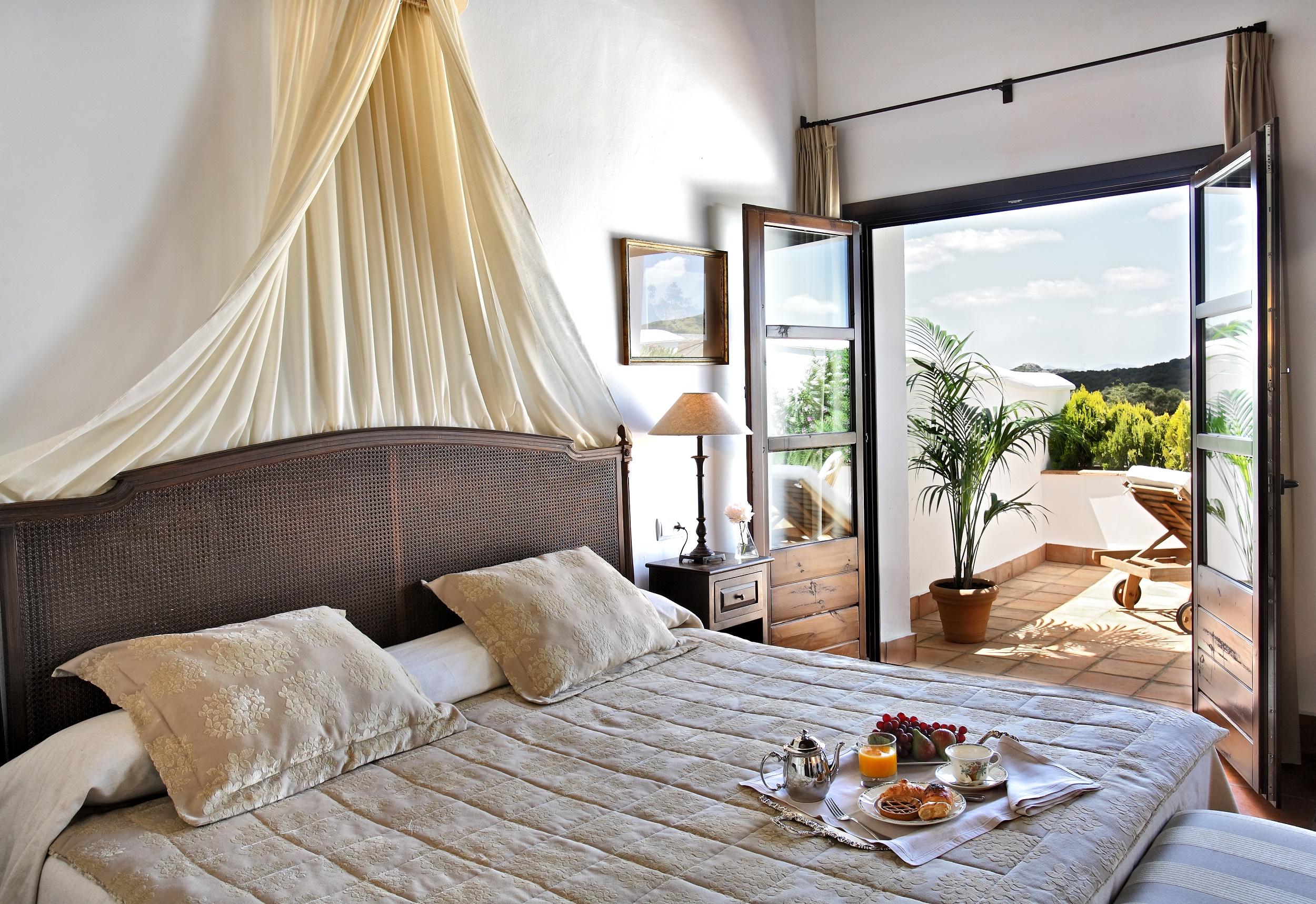 Guest Room 1_La Bobadilla.jpg
