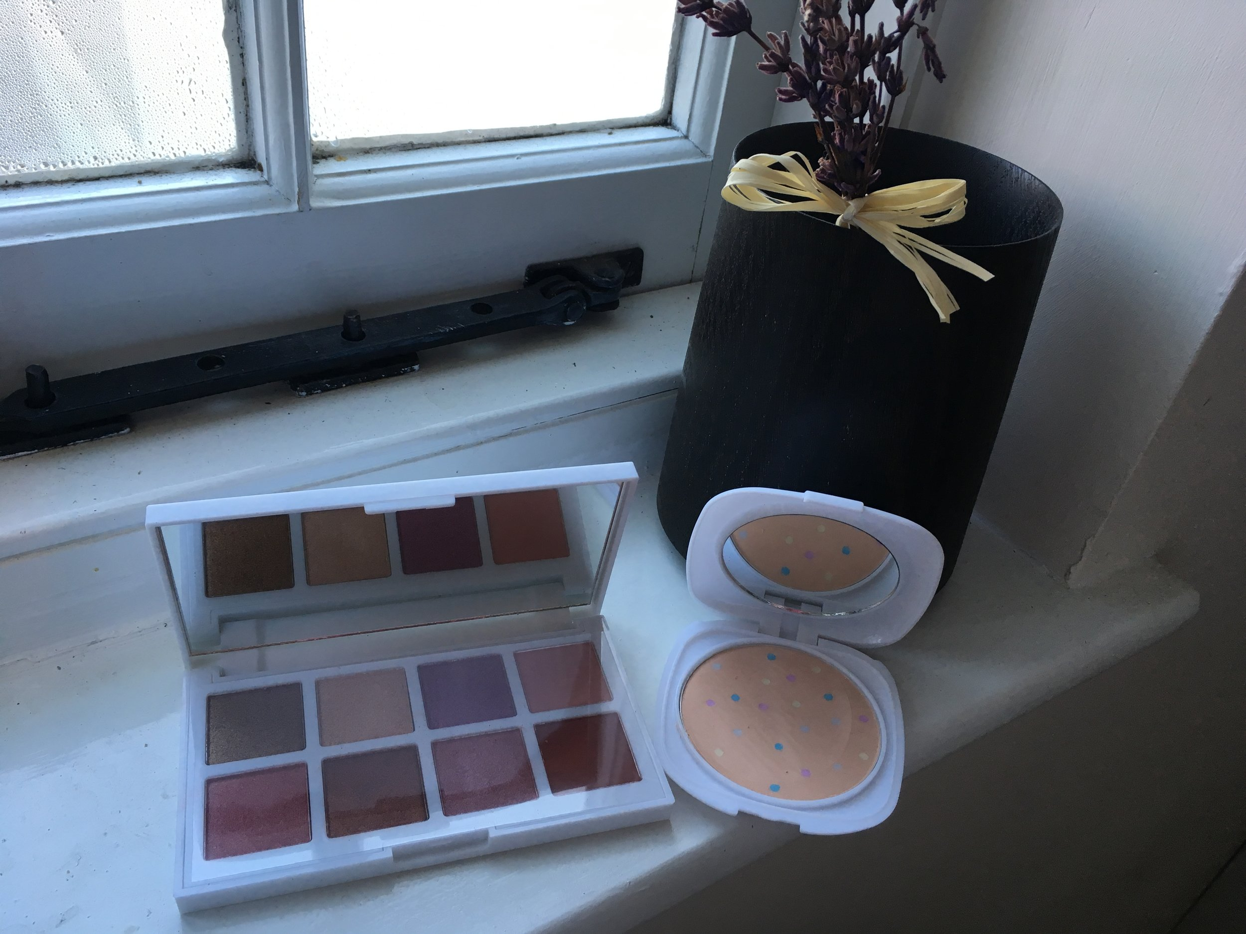 Etmore Beauty eyeshadow palette and mineral complexion