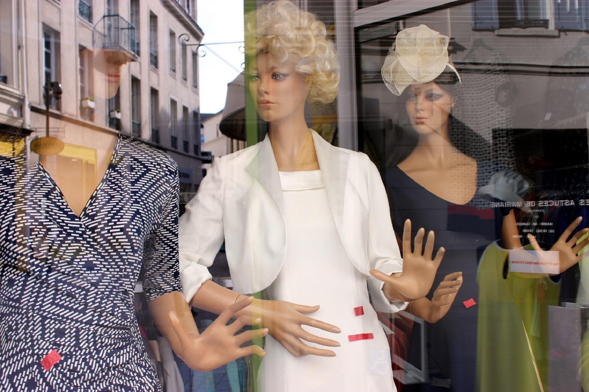 clothes-fashion-shop-window-72761.jpg