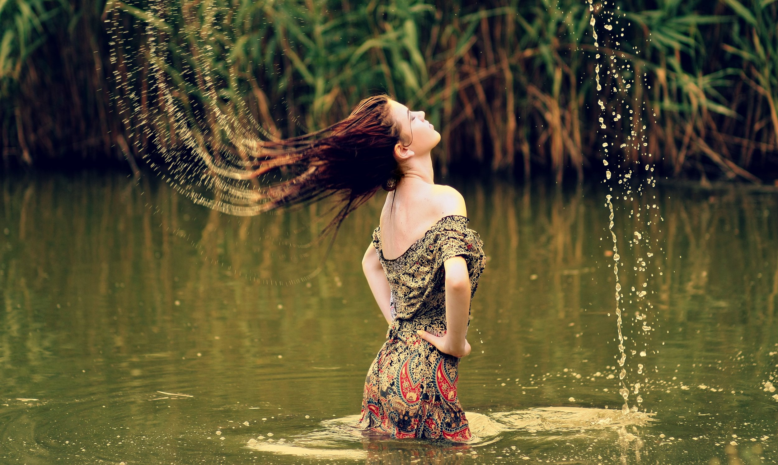girl-with-slinging-water-from-her-hair.jpg