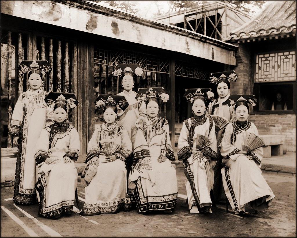 Manchu ladies c1910-25   Image Credit