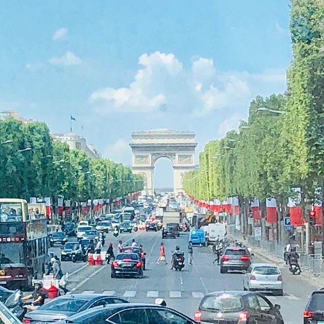 Where are the 🚴‍♀️? #Paris #France #champselysees @letourdefrance