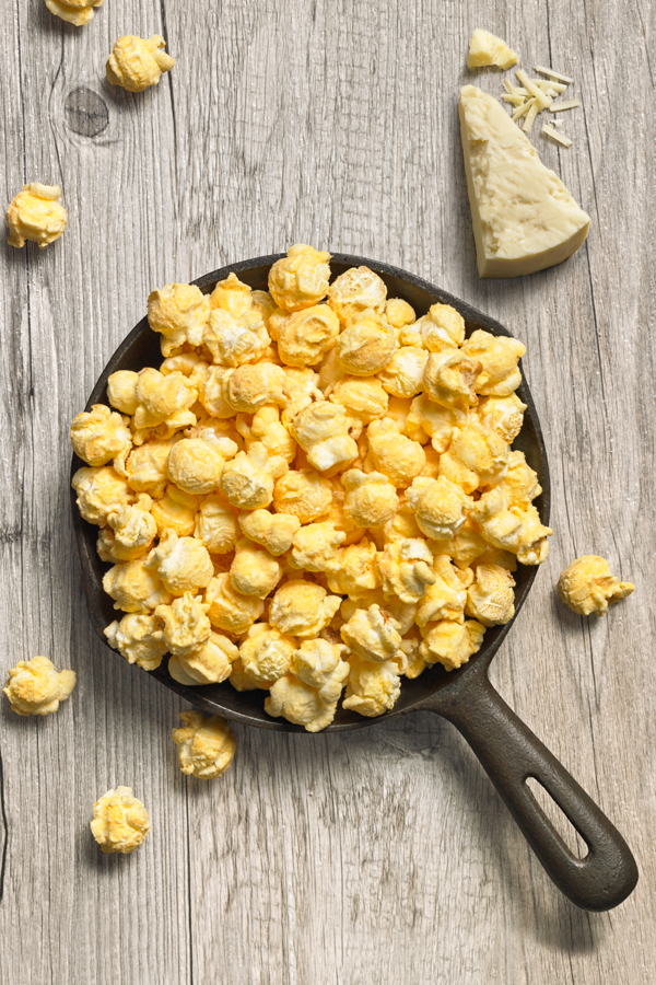 White Cheddar - NET WT 6.5 OZ (284g)Cheese lovers will go crazy for our White Cheddar popcorn. Our recipe includes a mix of Wisconsin white cheddar, romano and bleu cheeses, carefully blended with a touch of buttermilk and Jack's secret blend of spices. Wonderful cheesy flavor, no orange fingers.
