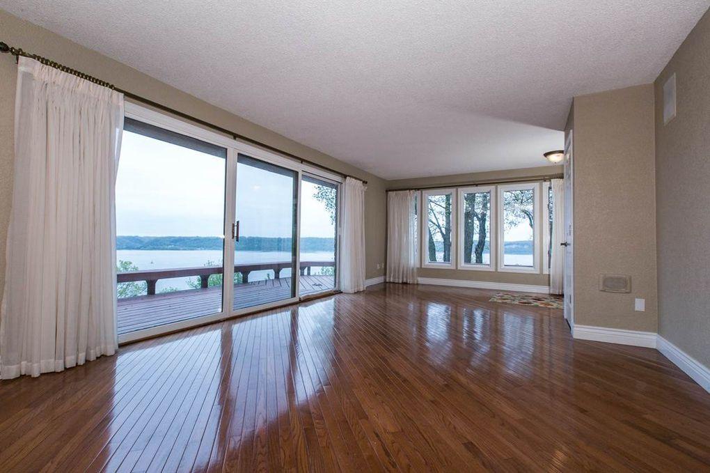 Starview Main Lvl---Living Room w-River Views.jpg