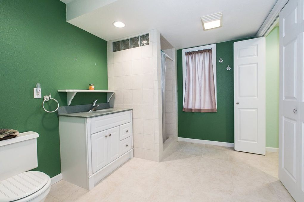 Starview--Basement Bathroom & Laundry Rm.jpg