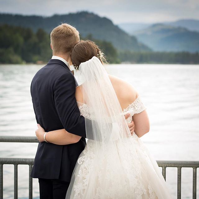Looking out with almost no snow to be seen! This sunshine is recharging my soul!  #cdaweddingphotographer #coeurdaleneweddingphotographer #cdaweddings #cdaphotographer #spokanephotographer #spokaneweddingphotographer #jaynelundphotography #pnw #pnwphotographer #pnwweddingphotographer #pnwweddings #pnwwedding #pacificnorthwest #2019bride #northidahowedding #northidaho #weddinginspo #weddingday #romantic #romanticwedding #beauty #marraige #weddingseason #gather #weddingstyle #NWweddings #rockymountainbridemagazine #applebrides