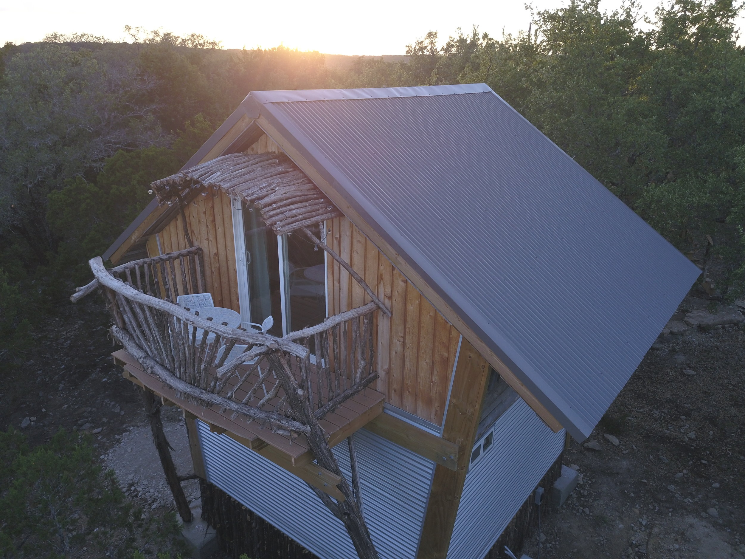The Birdhouse - Our first tree house cabin