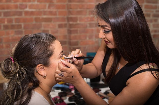 I'm always experimenting with my technique and tools. I'm always learning what may work better on some people vs others. I love being in a constant state of learning and playing with makeup. It makes my job fun and keeps it from getting boring.⠀⠀⠀⠀⠀⠀⠀⠀⠀ ⠀⠀⠀⠀⠀⠀⠀⠀⠀ ⠀⠀⠀⠀⠀⠀⠀⠀⠀ ⠀⠀⠀⠀⠀⠀⠀⠀⠀ ⠀⠀⠀⠀⠀⠀⠀⠀⠀ #houstonmakeupartist #houstonbloggers #houstonmua #phillyblogger #texasblogger #nycmua #lamakeupartist #njmakeupartist #jasminrahmanmua #jasminrahman #browngirlmag #littlestoriesofmylife #momentsofmine #everydaymoments #life #lifewellcaptured #workgrind #femaleentrepeneurs #discovermuas #makeupartistsworldwide #womenwhohustle #makeupartist #mua