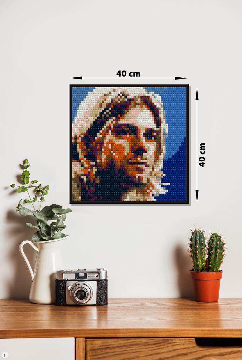 Самый маленький размер для индивидуальных портретов - 40 на 40 см. Узнаваемый портрет Курта Кобейна сформирован всего из 50 на 50 деталей.