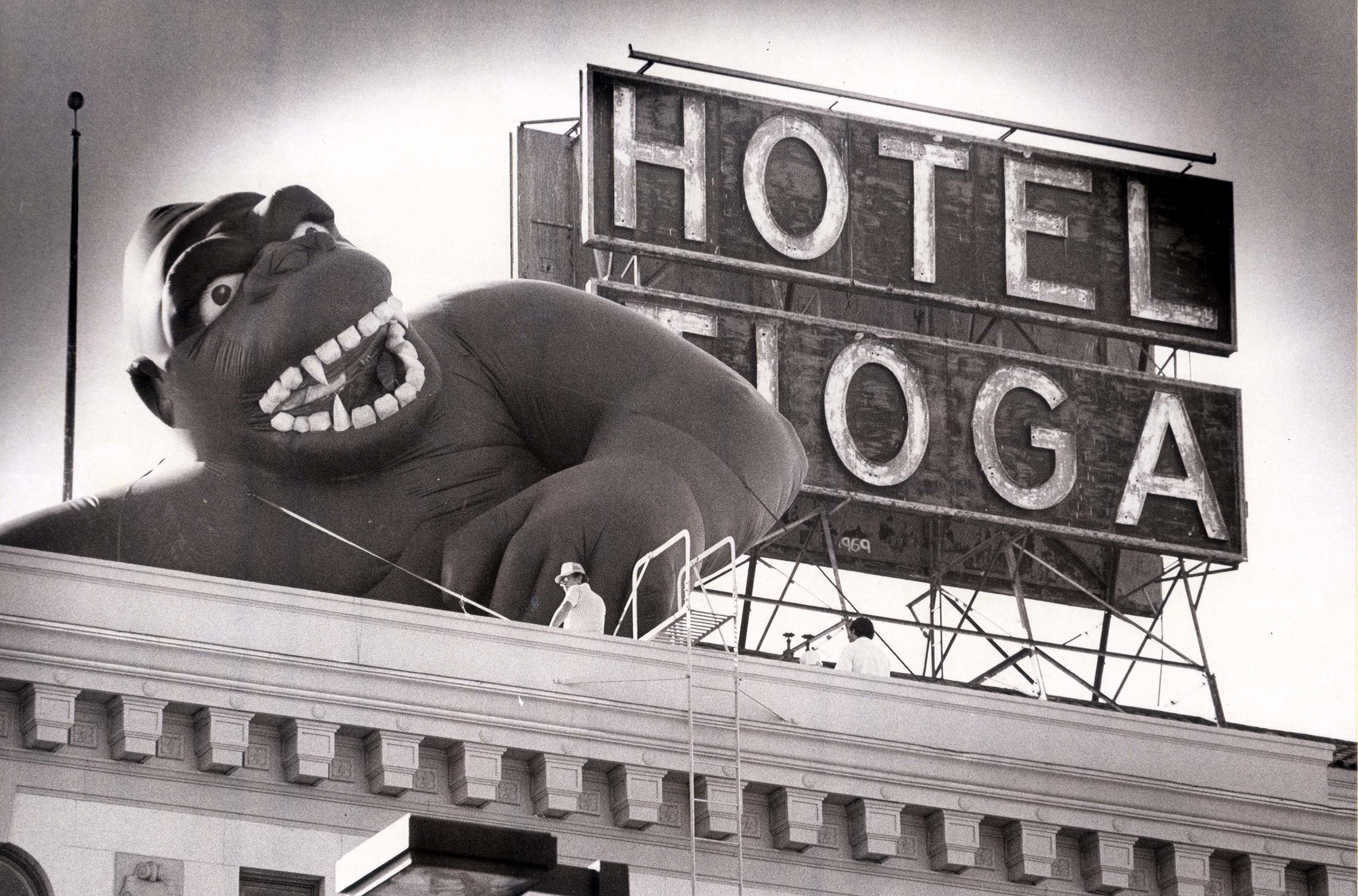 2006-44-65 inflatable King Kong next to Hotel Tioga sign, 1986.JPG