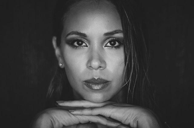 — V A N E S S A — Sesión fotográfica de #retratos en #blanco y #negro (Ago. 2019) — 📷 @danielgalindezm 👤 @vanessa_troset #DGMPhoto #DGMFoto — #bnwportrait #moodybnw #bnwphoto #bnwphotography #bnwportraits #photobnw  #igersbnw #bwstyleoftheday #blackandwhite #igblackandwhite #blackandwhitecreators #blackandwhiteimage #bw_society #blackandwhite #blackandwhitephotography #bnw #bnw_captures #blackandwhiteonly #blackandwhitetype #blackandwhitephotographies #bnw_society #bw_crew #bwstyles_gf #instablackandwhite #blackandwhitephoto