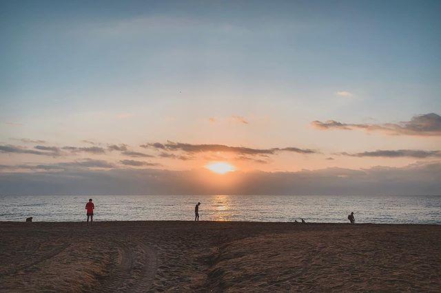 #Sunday #sunrise at the #beach | #Platja de la #Barceloneta — #DGMPhoto #DGMFoto — #amanecer #alba #playa #diumenge #domingo #sea #mediterranean #mediterraneo #photographer #picoftheday #photooftheday #picoftoday #photooftoday