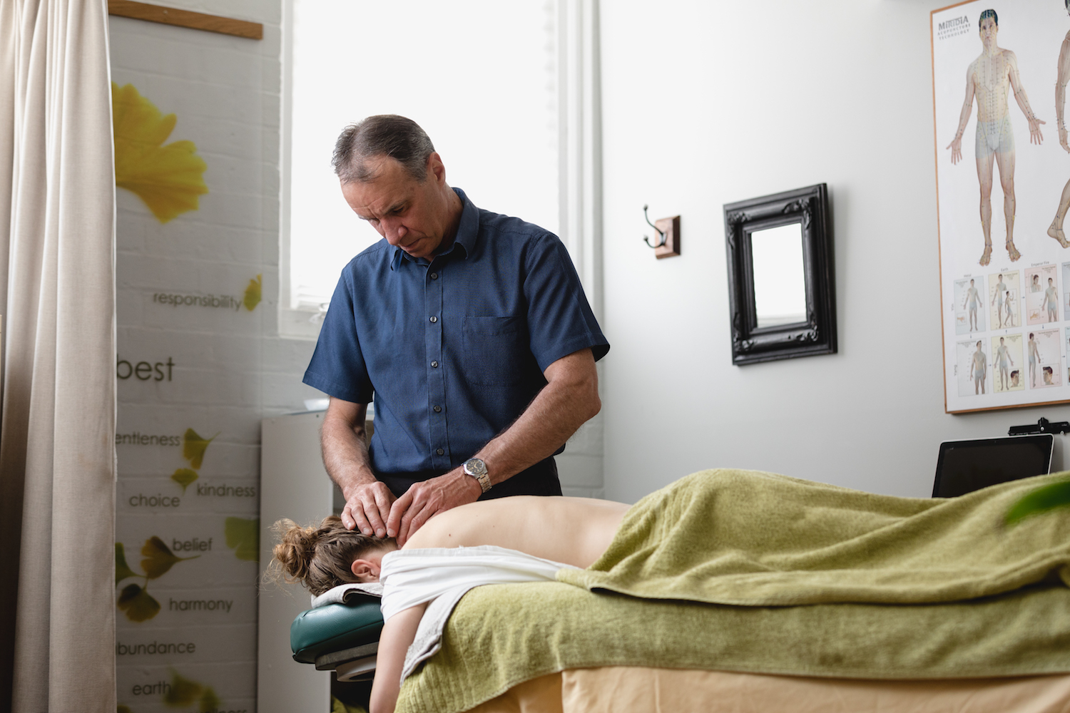 TasWellbeing Mark Hudson providing a client with a Remedial massage treatment.