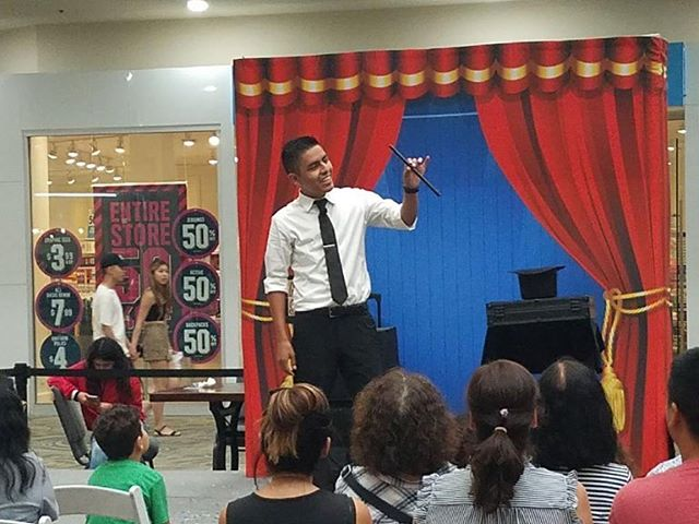A day full of magic! Started at the fair and ended with a magic show at my favorite mall @shopwestminster Amazing times! Couldn't ask for a better day :) #magician #magic #show #magicshow #magicwand #magichat #backdrop #fun