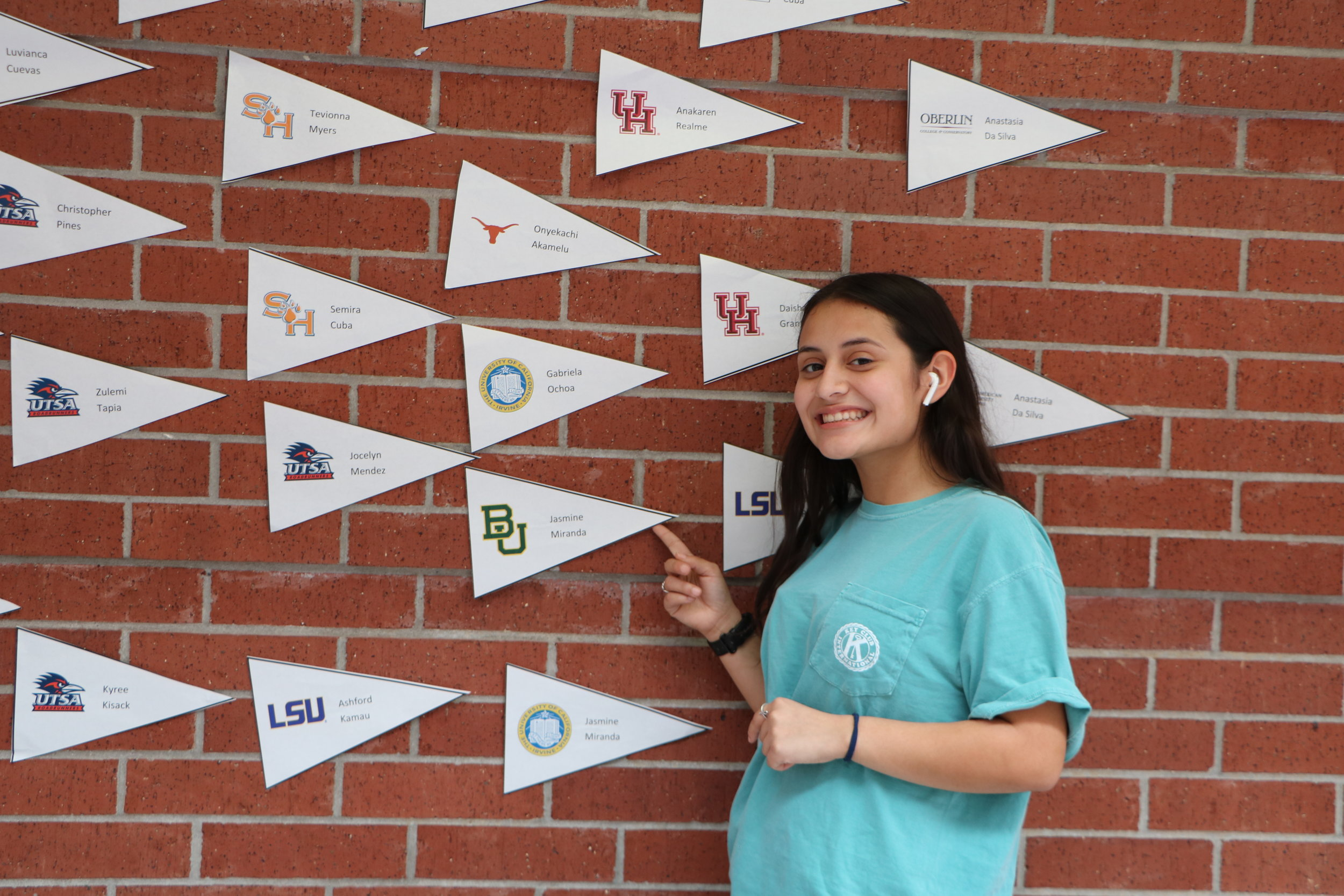 Jasmine Miranda narrows down her choices for college. (By Alissay Parra)