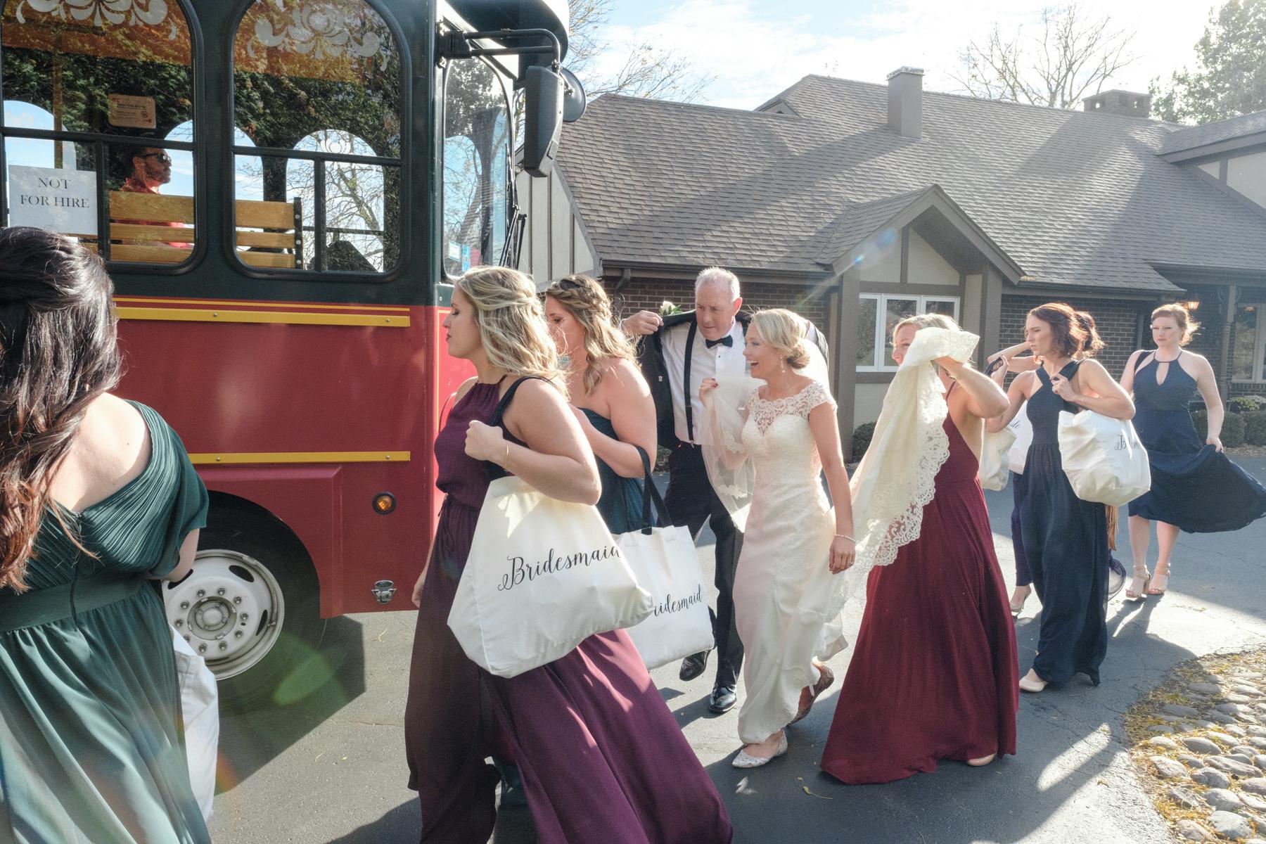 2017_BAP_KalliMatt_Gleneagles_CountryClub_Lemont_Wedding-28.jpg