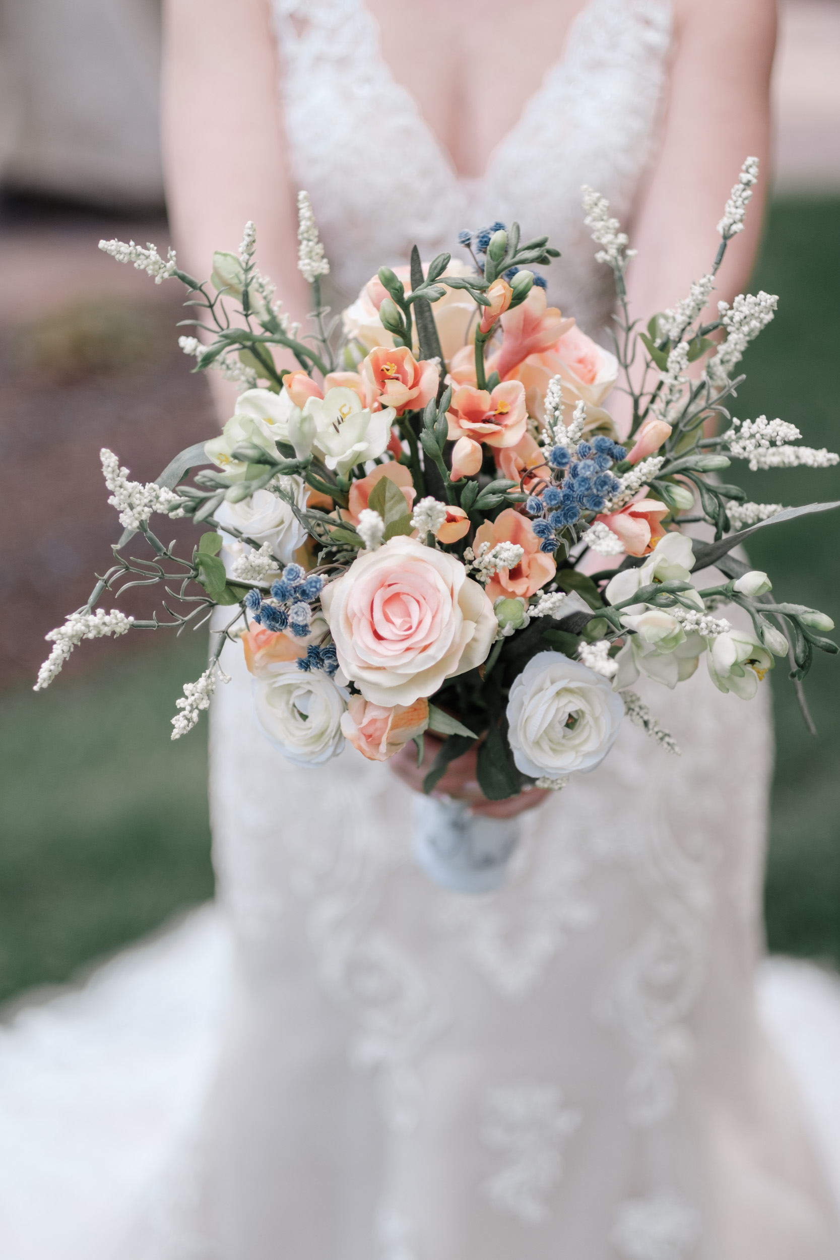 detail photo of wedding day flowers of bride outdoor