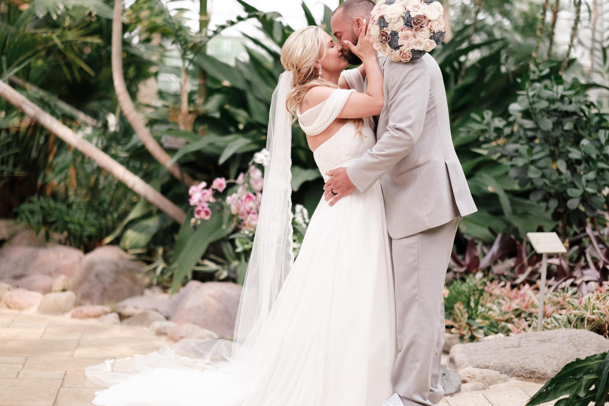 19-06-01 Megan Josh - Nicholas Conservatory Wedding-33.jpg