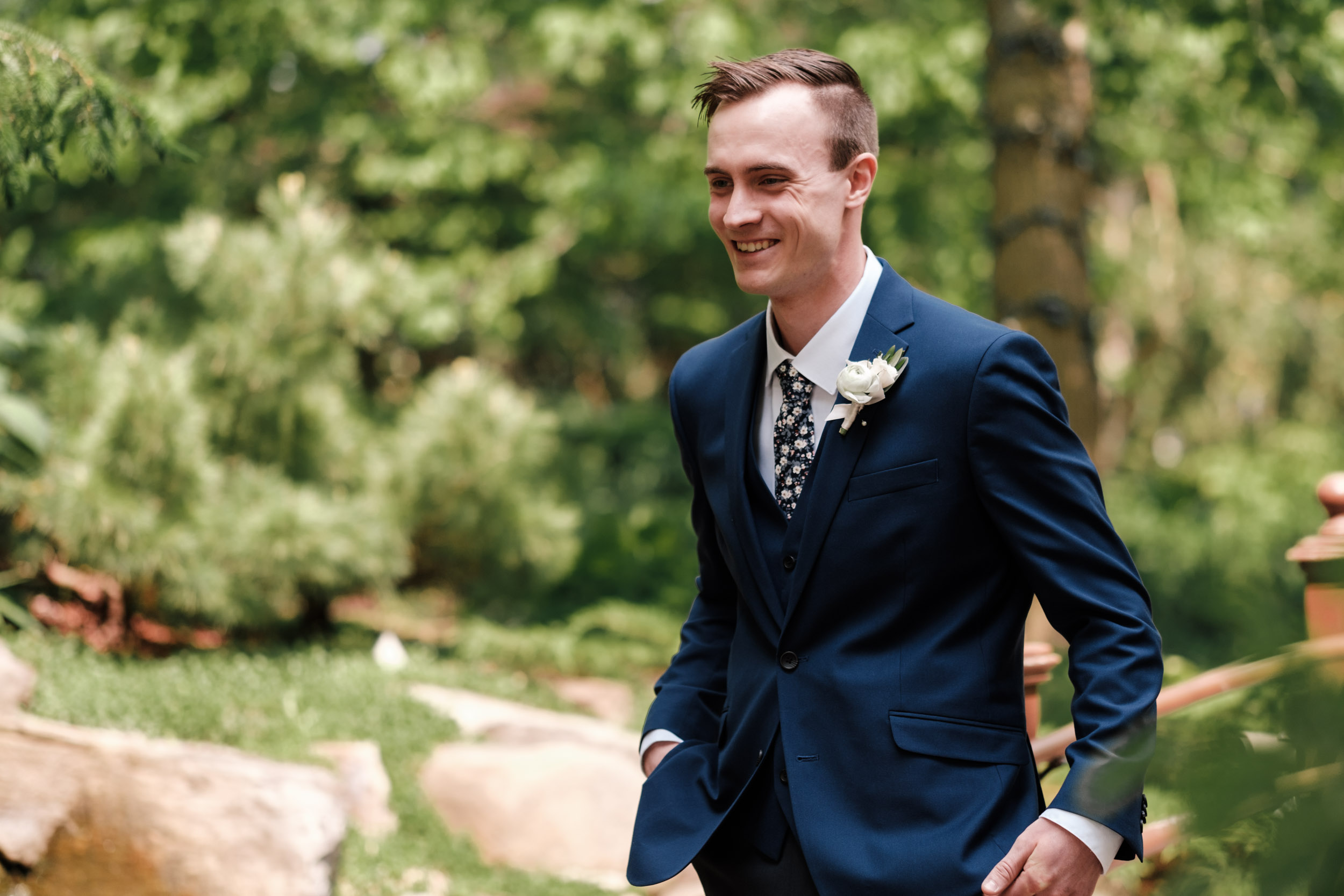 rockford wedding photographer natural first look gardens of woodstock groom in blue suite