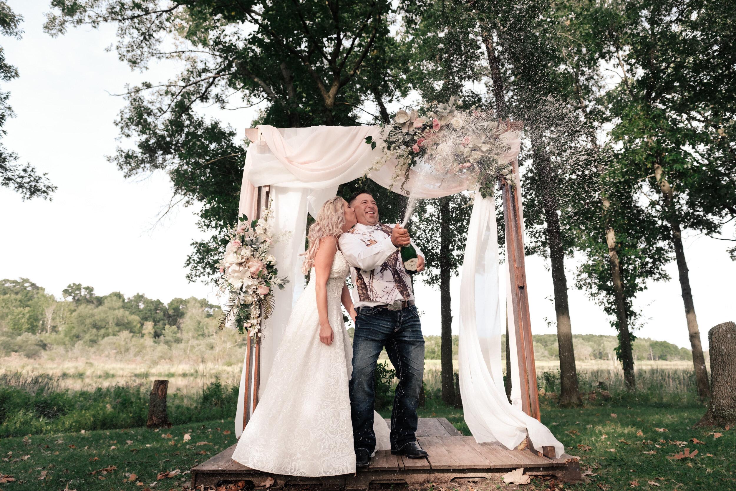 19-09-14 Rebecca & Karl Old Coon Creek Wedding-14.jpg